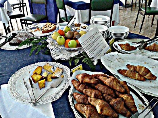 Hotel Murano: Colazione.. cornetti e dolci fatti in casa!