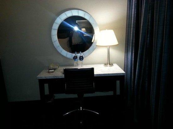 Hilton Cocoa Beach Oceanfront: Desk