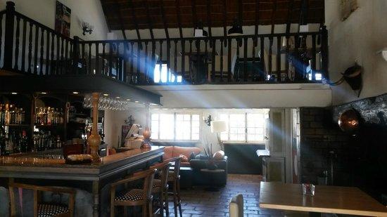 L'Auberge Cavaliere Du Pont Des Bannes: bar et salle de repos