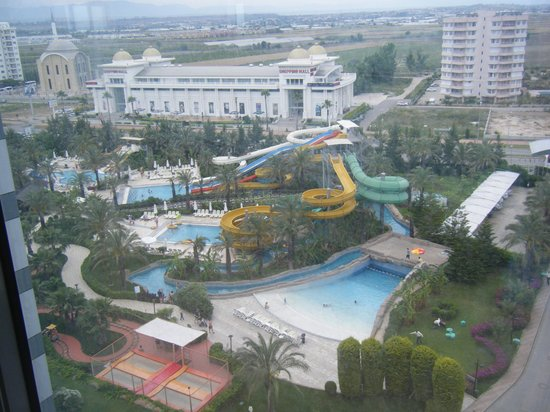 Royal Wings Hotel : The aquapark from the lift