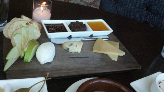 Amada: Cheese Mixto