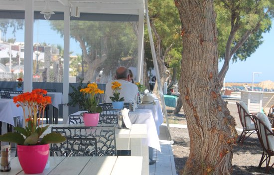White Restaurant Bar: White Bar
