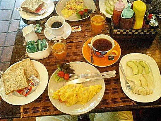 Bon Ca Va: Delicioso café da manhã por $120 Bht (9,00 reais)