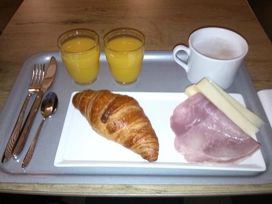 Ibis Paris Gare du Nord: breakfast tray