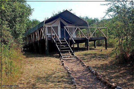 Hanging around at Mantana Tented Camp