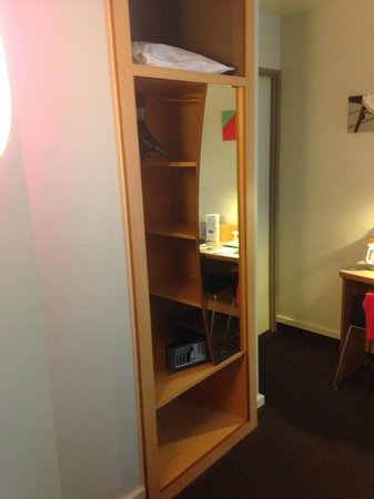 Campanile Paris 14 - Maine Montparnasse : Safe and decent space for a short trip