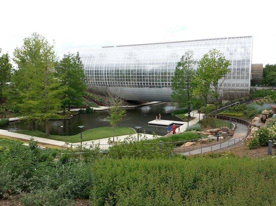 Myriad Botanical Gardens: Park around conservatory