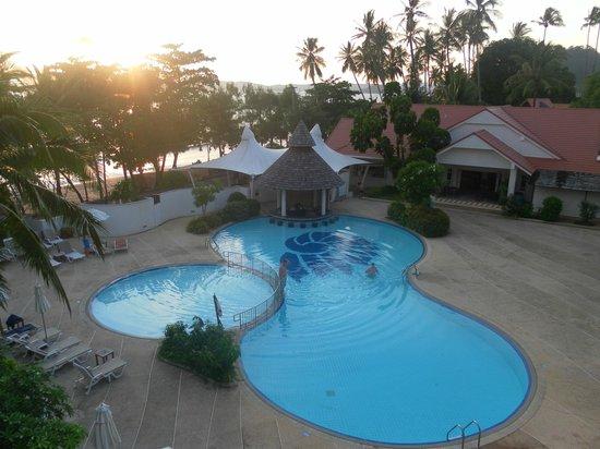 Aonang Villa Resort: piscina