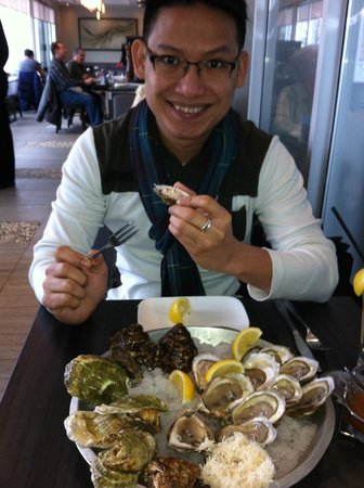 Diana's Oyster Bar & Grill: Enjoying our selection