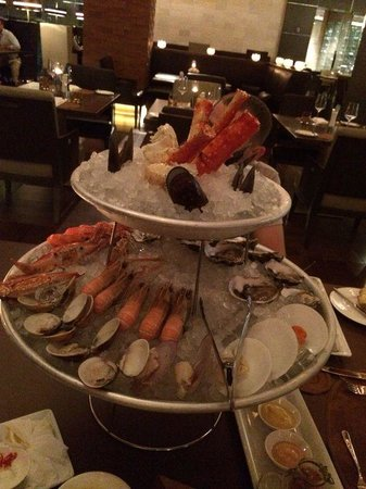 French Grill : seefood tower+12 oysters