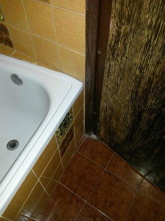 Las Galias Hotel Restaurante : moisissures, porte qui reste bloquée...