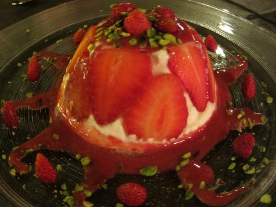 Osteria RossoDiVino : Strawberry Panna Cotta