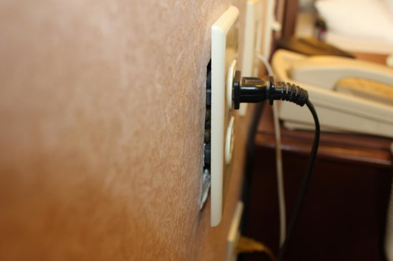 Holiday Inn Express Lexington: Outlet pulling out of the wall