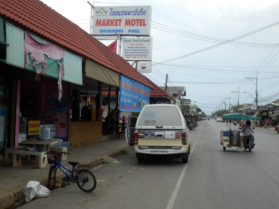 Market Motel: View from the main road.