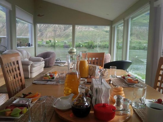 Riverside Bed & Breakfast: Our breakfast