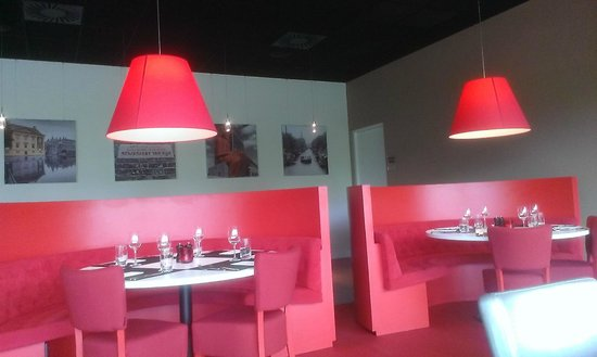 Hilton Garden Inn Leiden: hotel restaurant booths