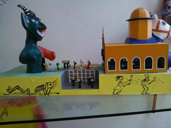 La Esquina, Museo del Juguete Mexicano: Miniature parade from hell to heaven