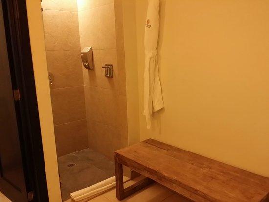 Sandos Caracol Eco Resort: Shower