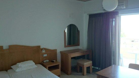 Tropicana Beach Hotel & Suites: Pokój 3 osobowy