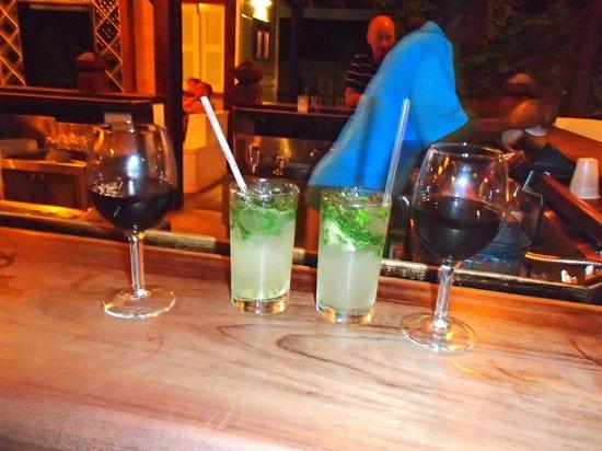 Cocobay Resort: Mojito night!