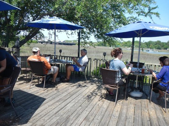 Shem Creek Bar and Grill: We had a great table right at the edge of the marsh.