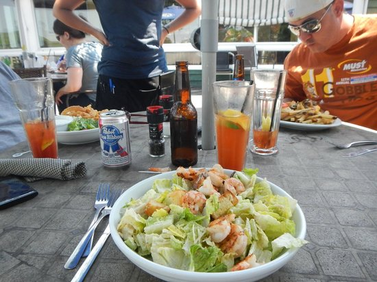 Shem Creek Bar & Grill: The salad was fresh and crispy, the Blood Mary Very Nice!