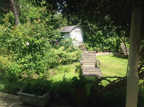 The Linen Shed: the beautiful garden