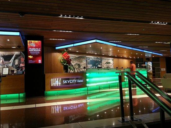 SKYCITY Hotel: Front desk