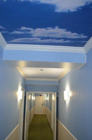 Hotel Indigo Dallas Downtown: 6th floor hallway