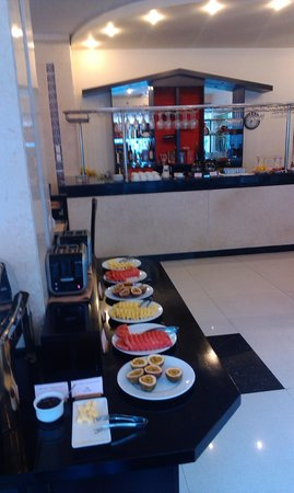 Than Thien Hotel - Friendly Hotel : Фрукты на завтраке