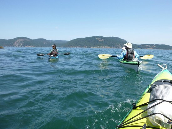 Outdoor Adventures Center - Day Tours : One, two and three-person kayaks