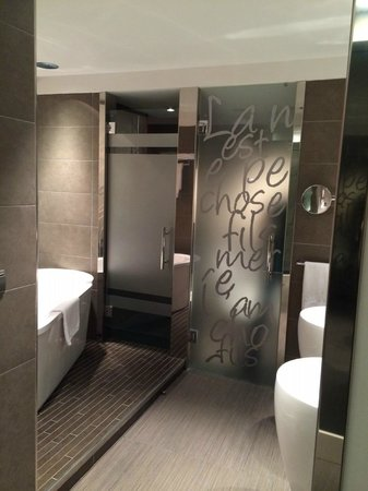 Carlton Hotel : Bathroom 304