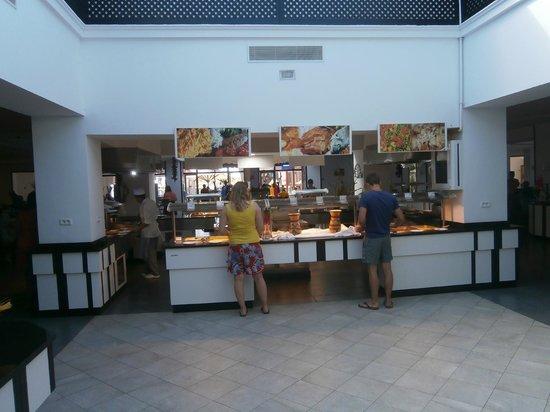 Club Marmara Hammamet Beach: Buffet restaurant