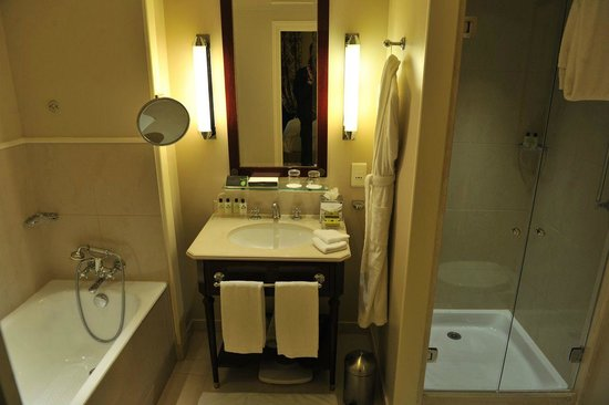 InterContinental Paris Le Grand: The bathroom