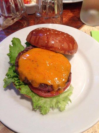 Bistro Burger Montorgueil : Burger simple au fromage