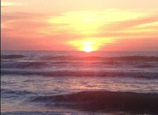 Beach Island Resort: Sunrise from Cocoa Beach