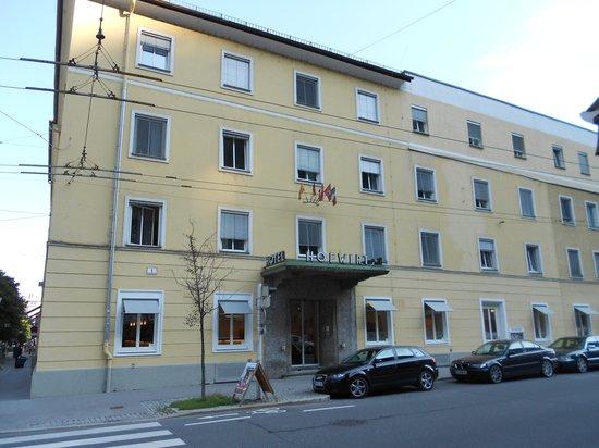 Hotel Hofwirt Salzburg: Hotel Entrance