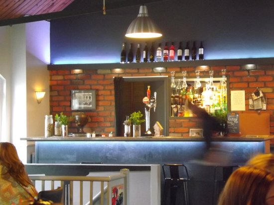 Signals Bistro: Excellent little bar just right for upstairs
