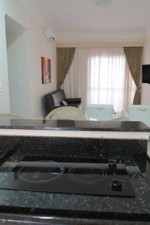 Costa Sul Beach Hotel: SUITE MASTER Sala/Cozinha