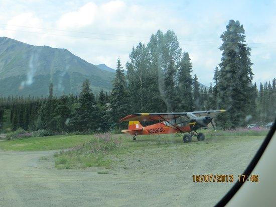 Backwoods Lodge: l'aereo fuori dalla porta