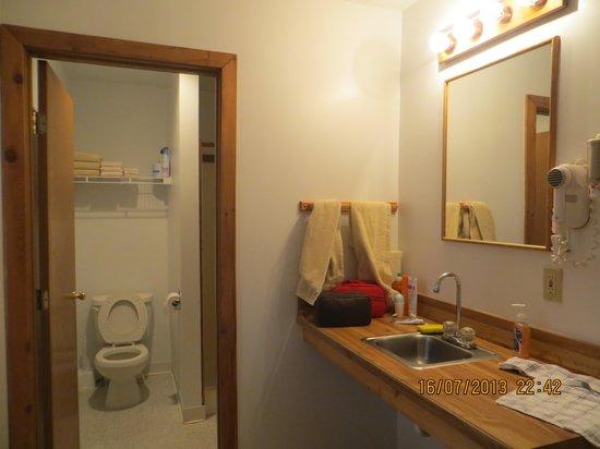 Backwoods Lodge: il bagno della camera