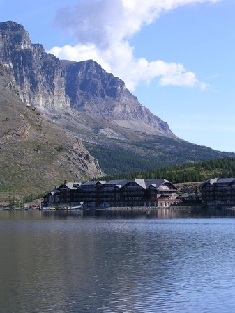 Many Glacier Hotel: view from Lake Boat ride