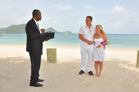 Sandals Grande St. Lucian Spa & Beach Resort: Re-tying the knot on the beach