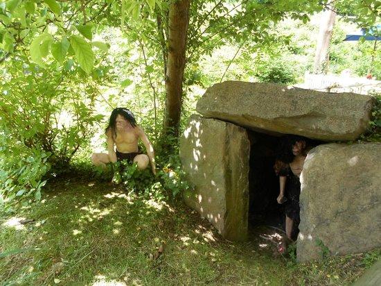 Wookey Hole Caves : Cavemen at Wookey Hole