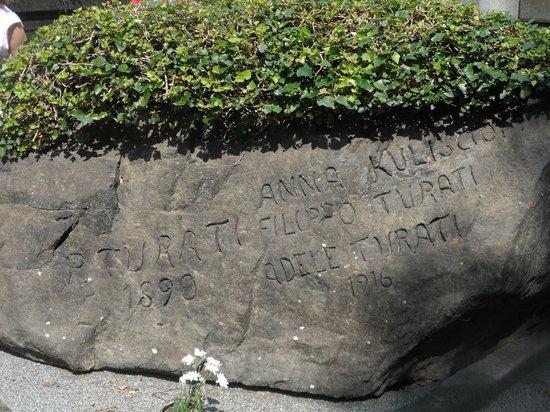 Cementerio Monumental: tomba di Anna Kuliscioff