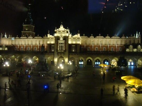 BEST WESTERN Krakow Old Town: city centre square at night