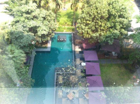 Sukhumvit 12 Bangkok Hotel & Suites: Pool view