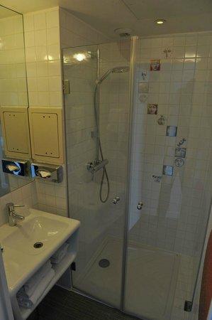 Hotel Joyce - Astotel: The bathroom