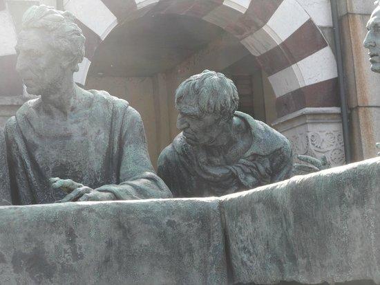Cementerio Monumental: L'ultima cena e il particolare di Giuda