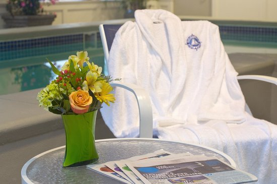 Salem Waterfront Hotel & Suites: Relax in one of our robes.